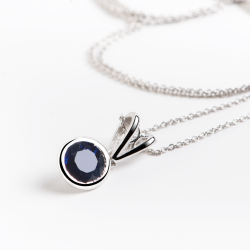 18k White Gold Pendant with Natural Blue Sapphire